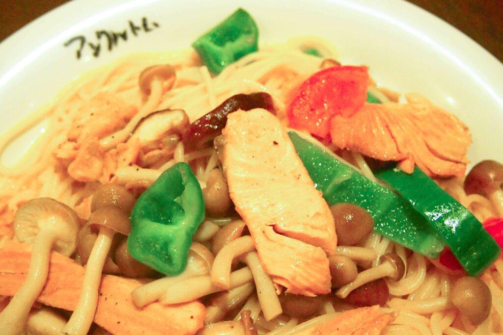 秋鮭と野菜のバター醤油のスパゲッティ